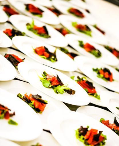 Lingotto di salmone marinato su letto di misticanza