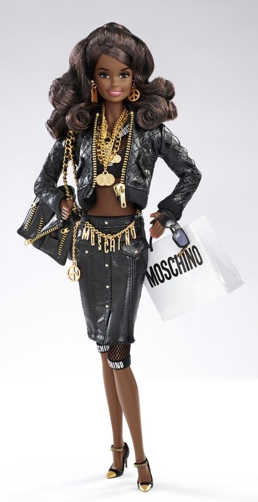 986cec6c9ec14 Jeremy Scott reinventa Barbie per Moschino - Corriere.it