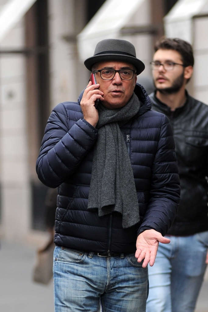 78cfe0bb55ad Alla francese o falso nodo Come portare la sciarpa - Corriere.it