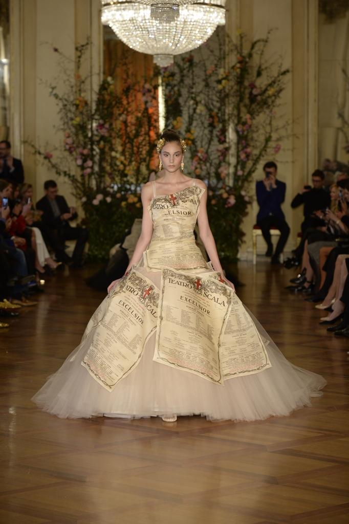 La sfilata di alta moda di Dolce e Gabbana nel Ridotto Toscanini alla Scala a745d7ffa20