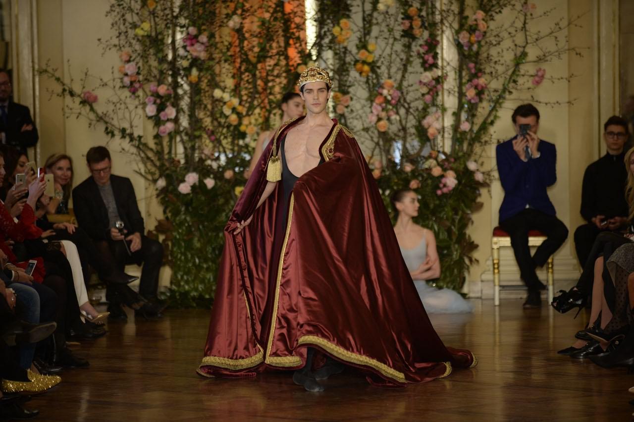La sfilata Dolce   Gabbaba di haute couture con Roberto Bolle alla Scala. La  passerella si è tenuta a gennaio nel ridotto Toscanini 5077b2ac4a5