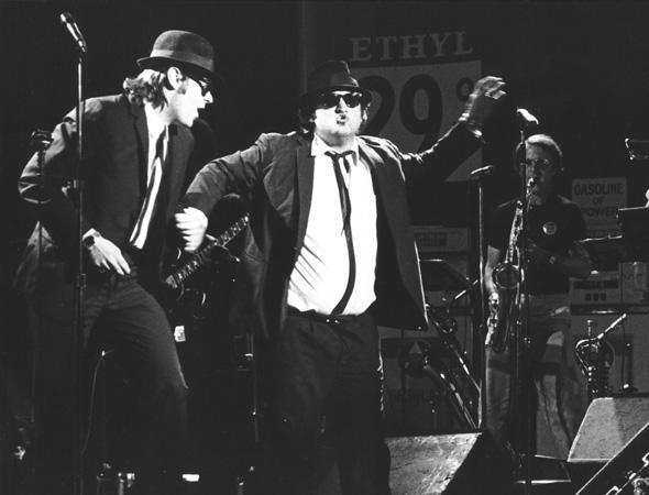 22 aprile 1978  il gruppo musicale dei Blues Brothers viene fondato nel  1978 dagli attori comici Dan Aykroyd e John Belushi e la band nacque come  parte di ... 7d615d9e2d53