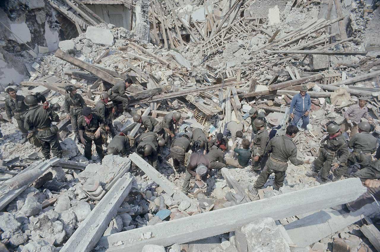 Case Di Pietra Terremoto : Casa in legno di sette piani resiste al terremoto youtube