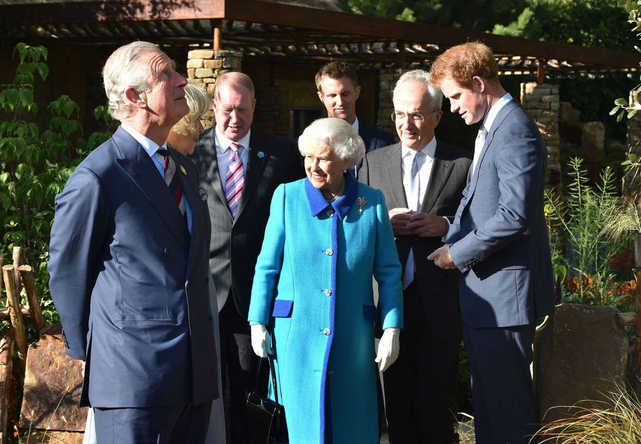 La regina elisabetta in scozia l ultima uscita in abito for Necrologio corriere della sera