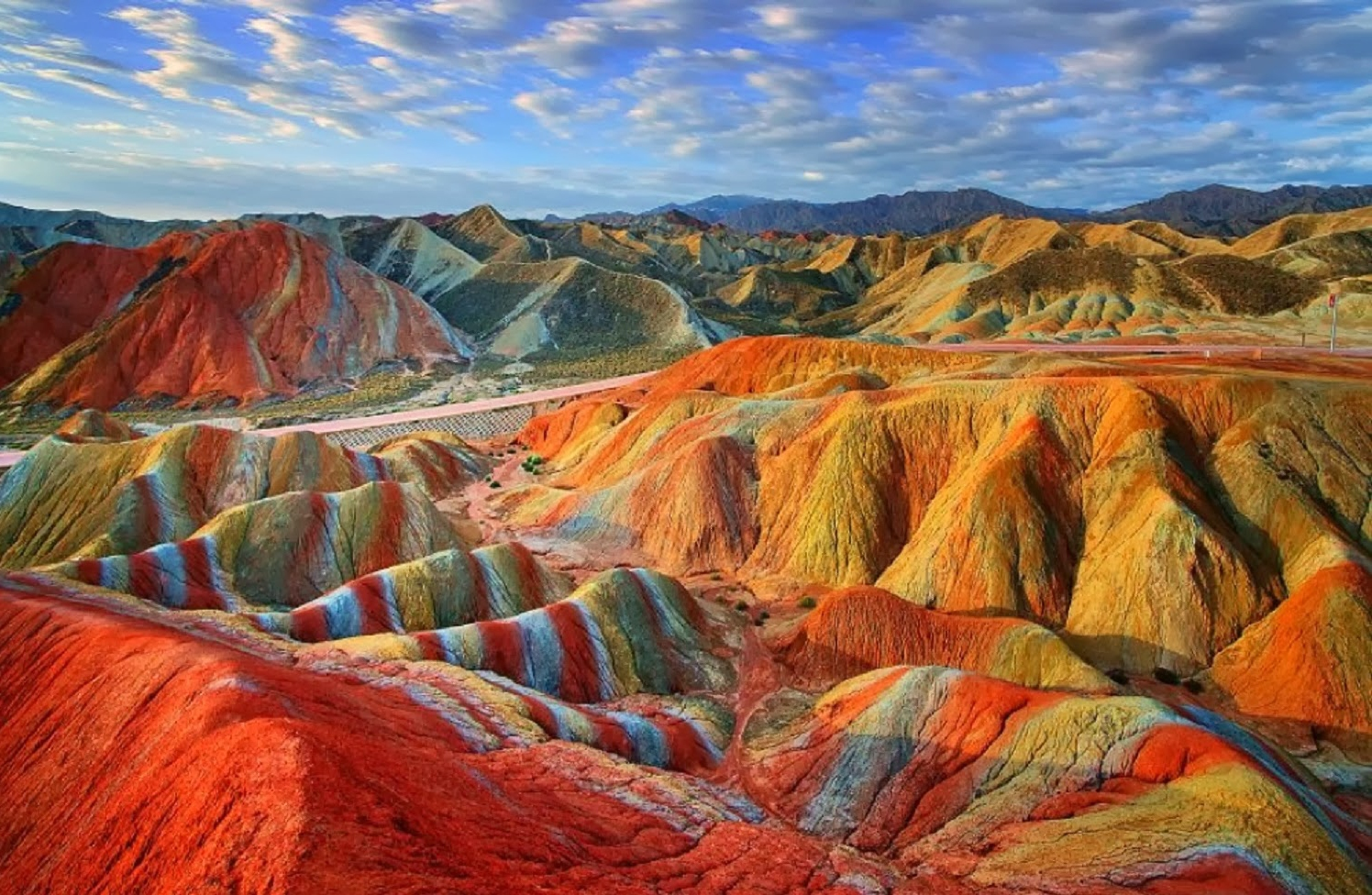 Viaggio Nelle Incredibili Montagne Arcobaleno Della Cina Corriereit