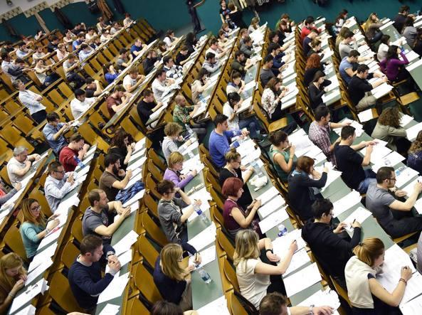 Universit 60 mila iscritti al test di medicina dell 8 for Design della comunicazione universita
