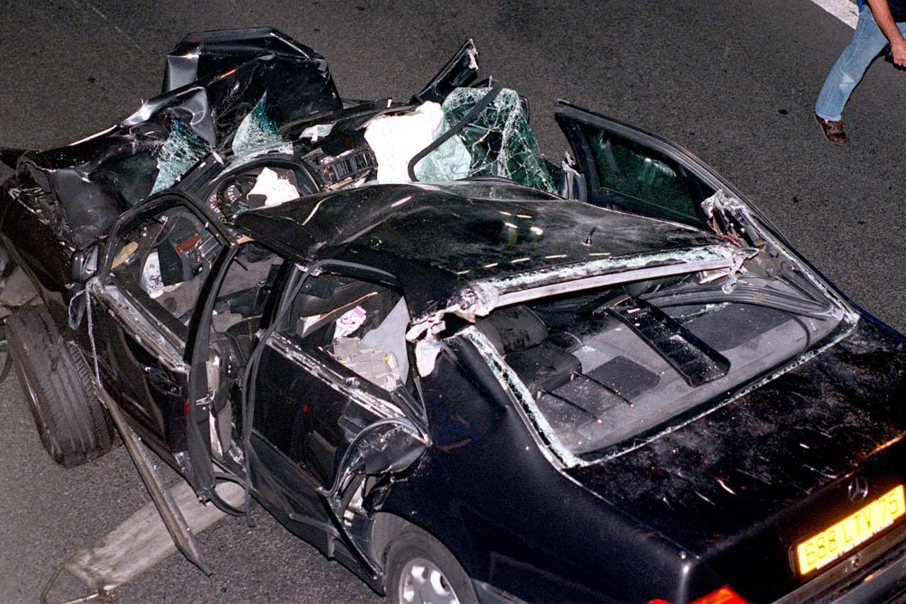 31 agosto 1997: Lady Diana muore in un incidente a Parigi - Corriere.it