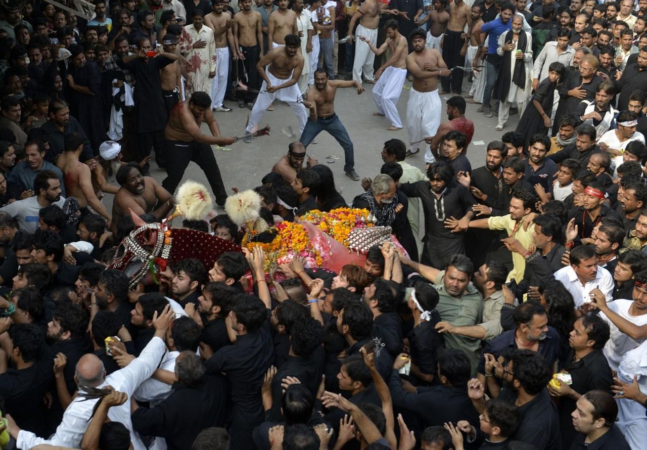Non Muslim Perspective On The Revolution Of Imam Hussain: L'Islam Sciita Festeggia L'Ashura Tra Autoflagellazioni E