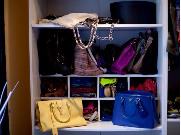 Borse Nella Cabina Armadio : Cabina armadio i trucchi per tenere abiti scarpe e borse in modo