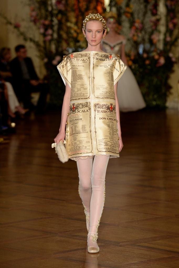 La sfilata di alta moda di Dolce e Gabbana nel Ridotto Toscanini della  Scala di Milano e50c443553