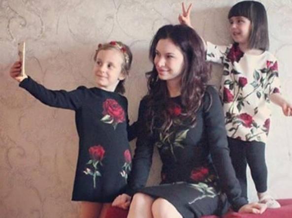 nuova collezione costo moderato vasta selezione di Mamma e figlia vestite uguali (con abiti griffati). A chi ...