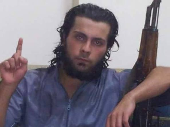 Ali Saqr, 20 anni, avrebbe ucciso la madre (Foto Raqqa is Being Slaughtered Silently)