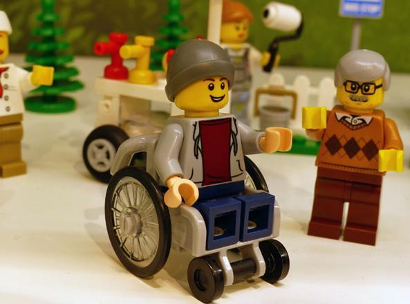 Sedie A Rotelle Torino : Lego svolta storica nella serie city compare il primo ragazzino