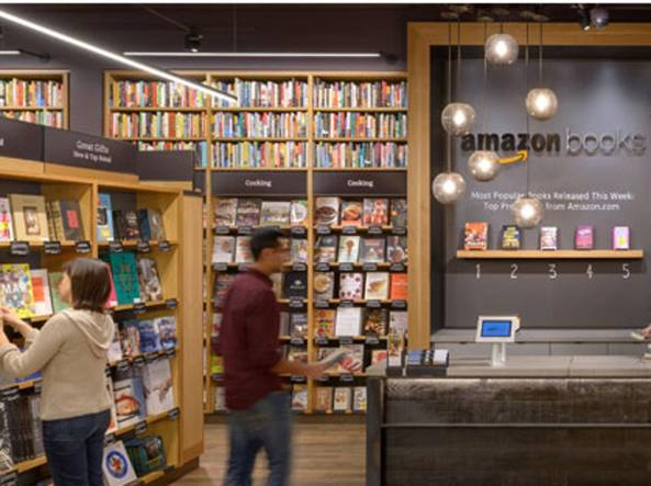 La libreria Amazon Books nel centro commerciale University Village di Seattle (Foto da Amazon.com)