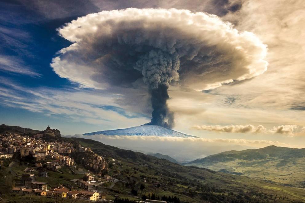 Risultati immagini per foto dell'eruzione dell'etna