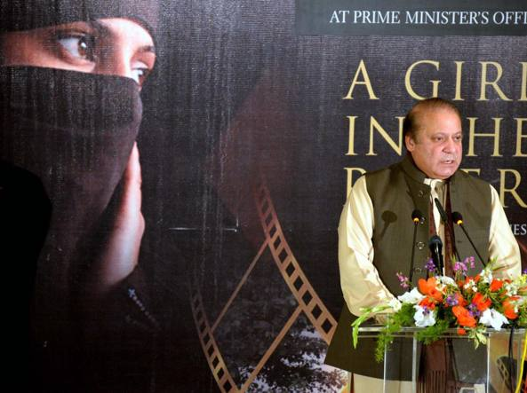 Il primo ministro pachistano  Nawaz Sharif interviene all'anteprima  di  «A Girl in the River: the Price of Forgiveness» sul delitto d'onore. Il  film della regista pachistana  Sharmeen Obaid Chinoy  è in corsa agli Oscar (Afp)