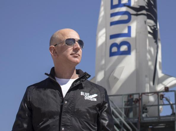 Jeff Bezos fondatore di Amazon e della Blue Origin (Ansa)