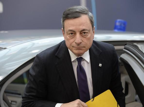 BCE, intervento decisivo di Draghi: taglia stime e valuta messaggio su tassi