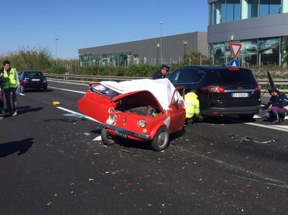 Tamponati Sulla Vecchia Fiat 500 Durate La Gita Morti Marito E