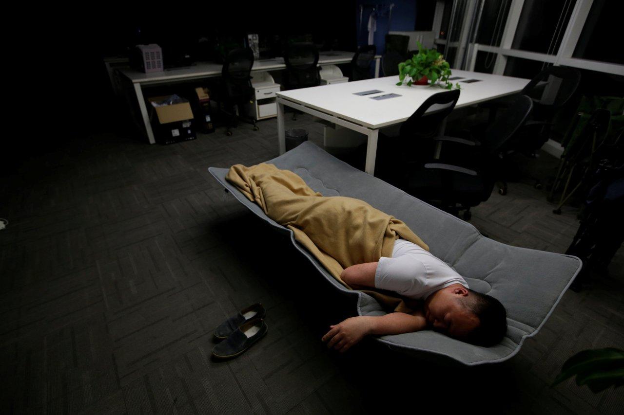 2016-05-10T232924Z_1844988531_S1BETDIDFWAC_RTRMADP_3_CHINA-WORKERS-SLEEP.jpg (1280×853)
