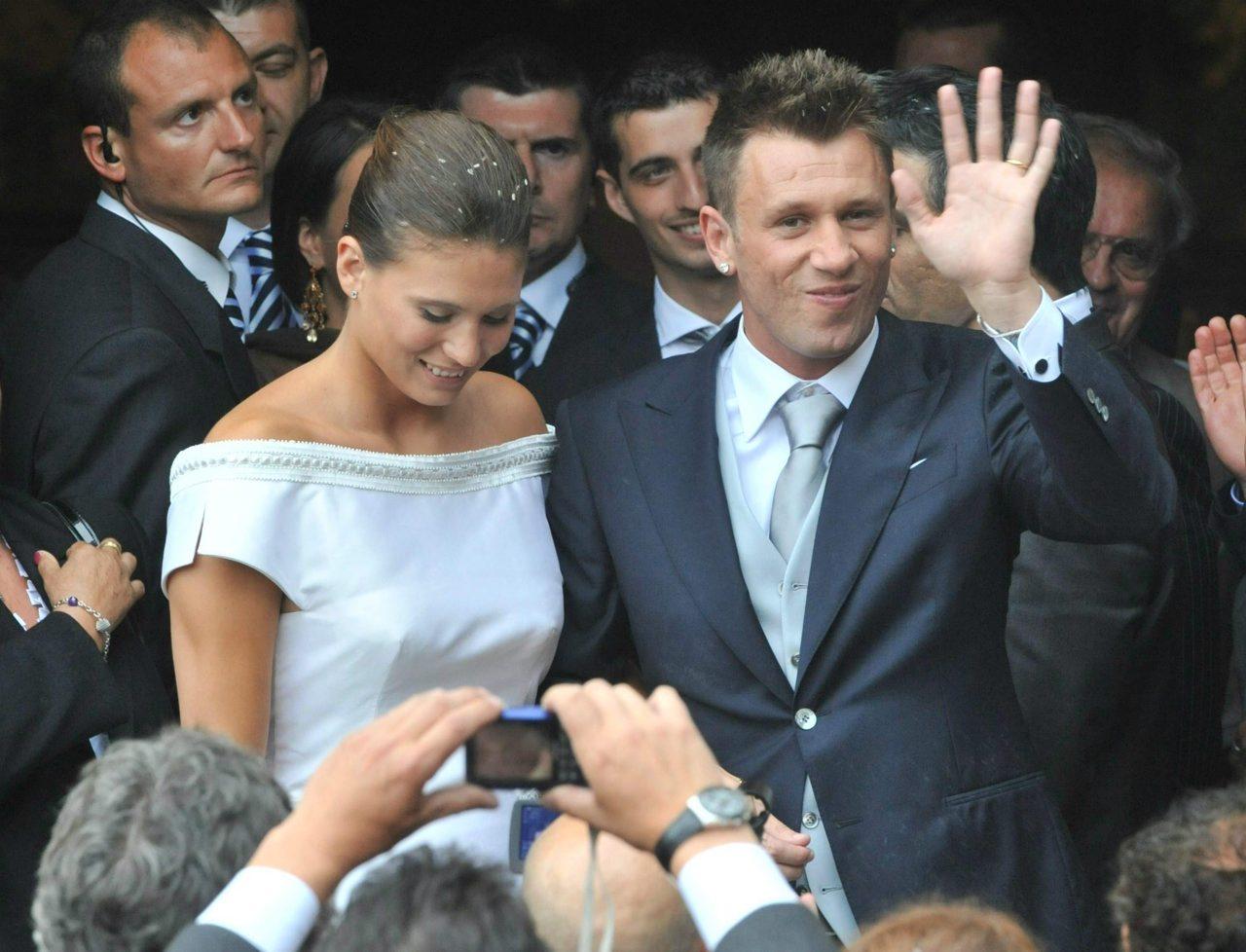 Matrimonio In Tight : Simone inzaghi ha sposato gaia lucariello: il matrimonio a