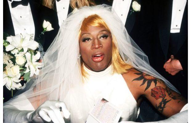 ebe2028be575 Il cestista è stato sposato per un breve periodo con Came Electra. La foto  di Rodman in abito da sposa non si riferisce