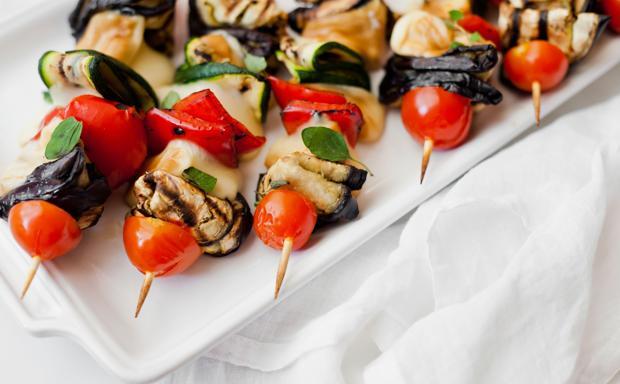 Spiedini di scamorza e verdure grigliate