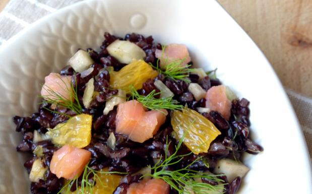 L'insalata di riso «for dummies» con salmone, arance e finocchi