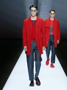 Armani sdogana l uomo in rosso. Ma non era poco elegante  - Corriere.it e7029533ea4