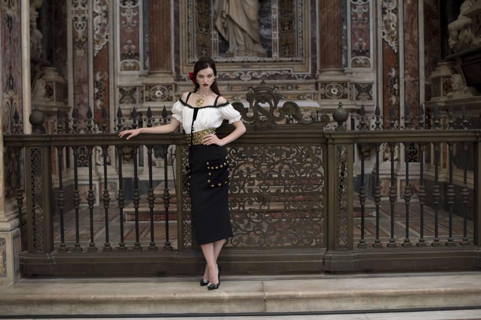 sports shoes 86db7 b9bd1 Dolce e Gabbana, la sfilata a Napoli dedicata a Sophia Loren ...