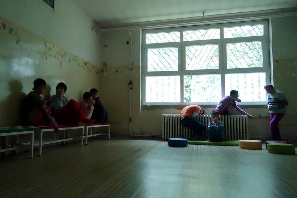 Letto Per Bambini Disabili : Serbia lo scandalo degli istituti per bambini e adulti disabili