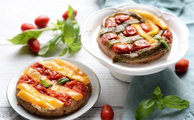 La tarte tatin senza glutine con peperoni e pomodorini