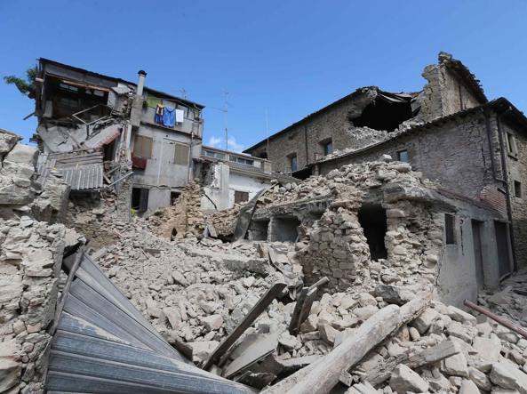 Case Di Pietra Terremoto : Castelsantangelo frazioni annientate u cil terreno più basso di