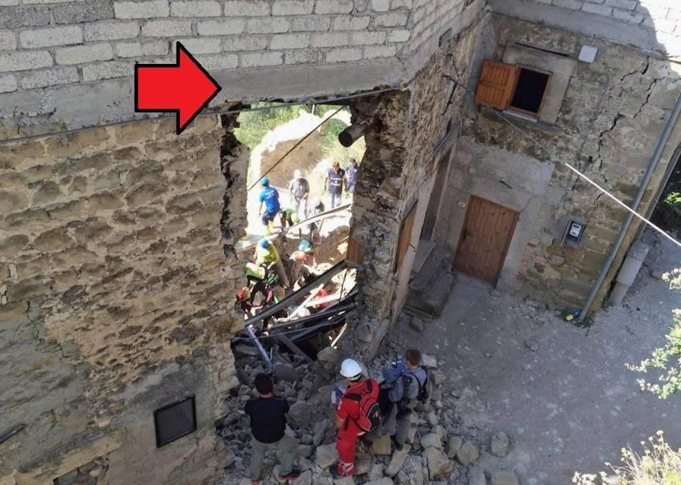 Case Di Pietra Terremoto : Nel borgo fantasma di conza dove il terremoto del ha