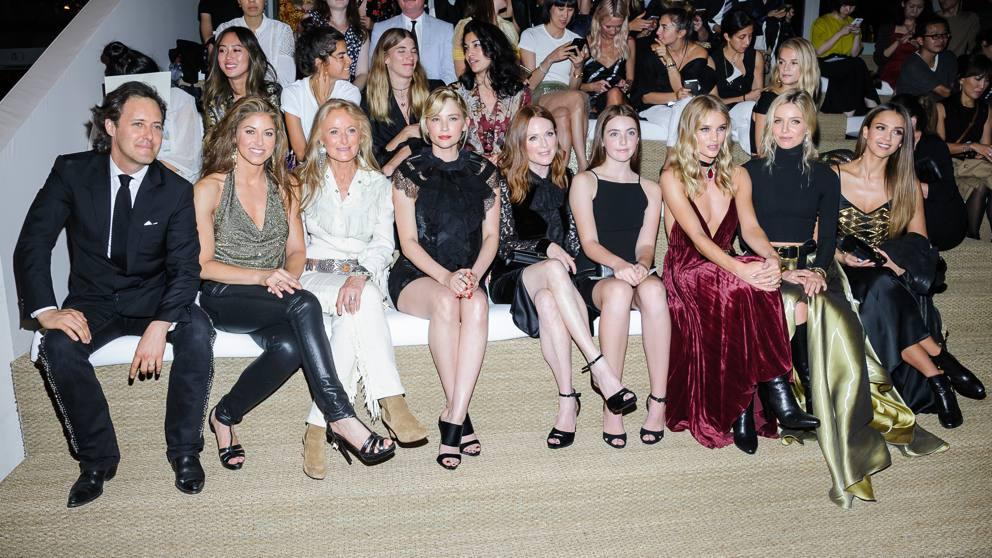 77d708bf60a1 Jessica Alba e Julianne Moore alla sfilata di Ralph Lauren - Corriere.it