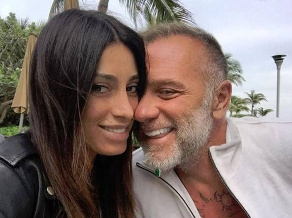 Cabina Armadio Gianluca Vacchi : Giorgia gabriele fidanzata di vacchi «l ho sedotto in jeans e t