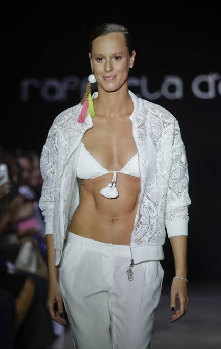 hivatalos oldal több kép legjobb ajánlatok Federica Pellegrini sfila in bikini bianco. Nozze in vista? Ecco ...
