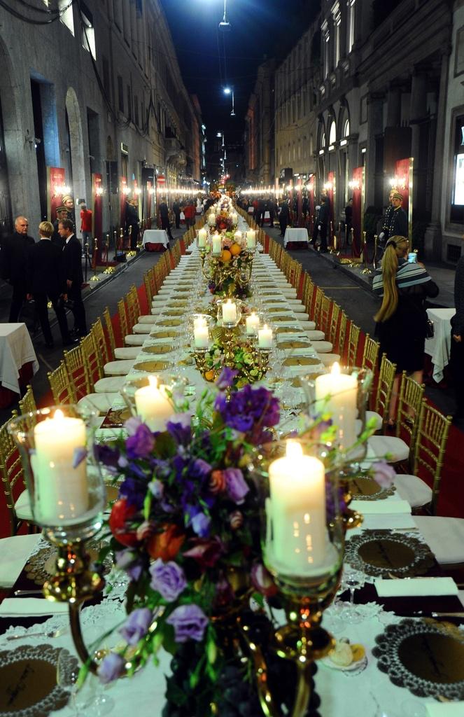 Dolce gabbana tavolo per 400 i millennials a cena in for Via tajani milano