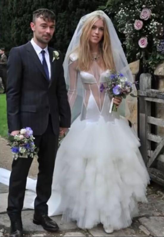 Abiti Da Sposa Orrendi.Gli Abiti Da Sposa Piu Brutti E Non Solo Dalle Torte Alle Foto