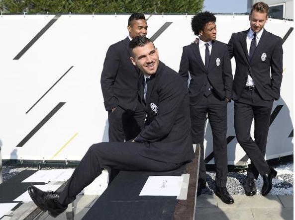 Vestito Elegante Juventus.Gli Stilisti Che Vestono I Grandi Club Di Calcio Internazionale