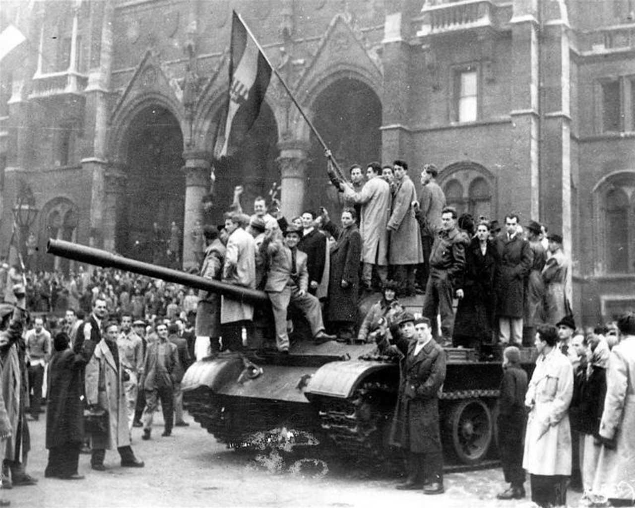 """Risultato immagini per Carri sovietici a Budapest. 1956"""""""