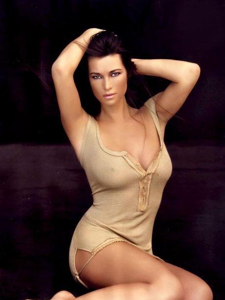 Manuela Arcuri Calendario.Manuela Arcuri La Foto In Topless Conquista Instagram
