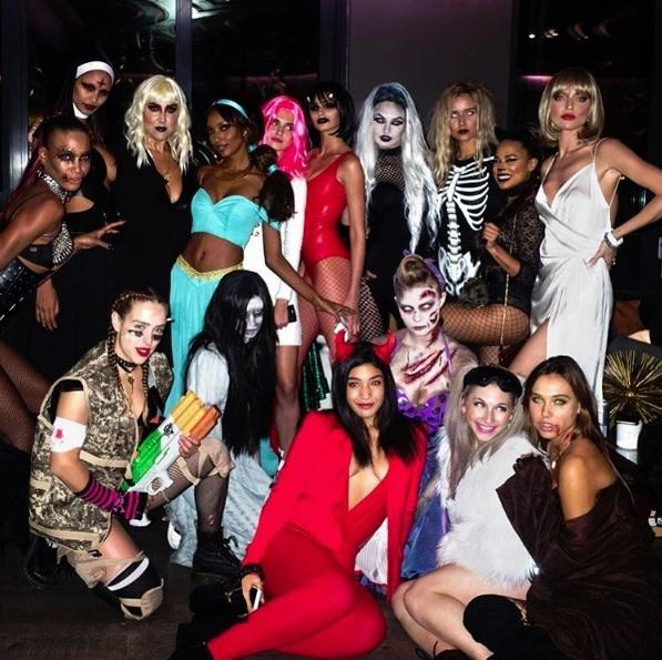 Halloween Gruppo.Da Katy Perry A Cindy Crawford I Costumi Delle Star Per Halloween