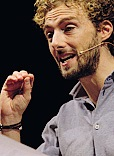 Alessandro D'Avenia, 39 anni, insegna Lettere al liceo ed è anche sceneggiatore
