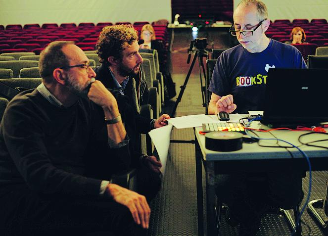 Le prove del racconto teatrale «L'arte di essere fragili», con la regia di Gabriele Vacis (Foto di Giulietta Vacis)