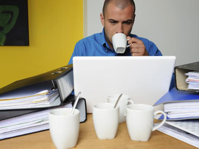 È il nostro corpo che ci dice se stiamo bevendo troppi caffè. Ecco come capirlo