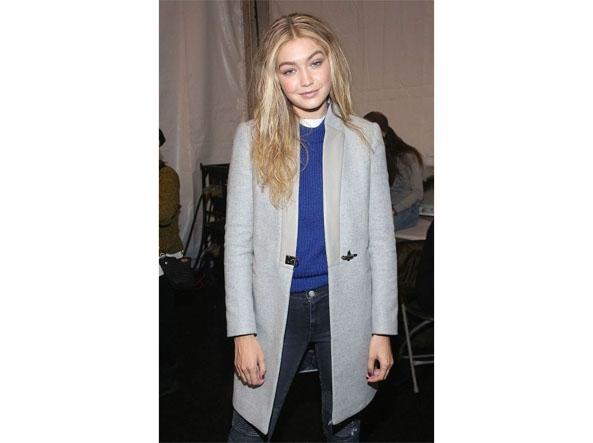cheap for discount 60998 bbf97 Gigi Hadid e le 50 sfumature di grigio: il suo cappotto è ...