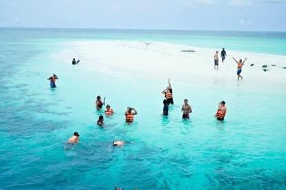 Offre una vacanza alle Maldive a 100 dipendenti: ecco il capo ...