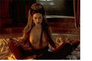 Bellucci Calendario.In Topless A 52 Anni La Bellezza Senza Tempo Di Monica