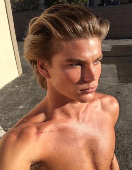 Modelli di nudo australiano